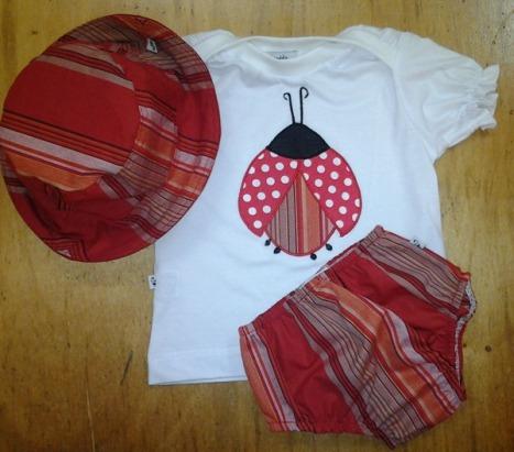 Camiseta + chapeu + calcinha tapa fralda, mod joaninha