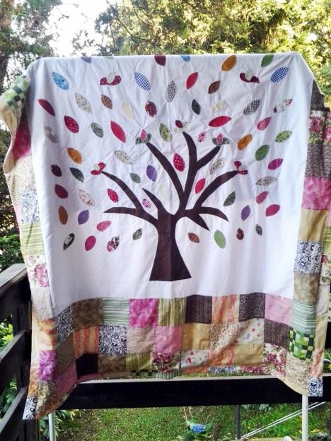Colcha tema árvore, tamanho solteiro http://www.lojababyslings.com.br/patchwork-casal-e-solteiro-ct-2f955